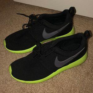 f4a9d0753cb0 Nike · Nike Roshe Sneakers